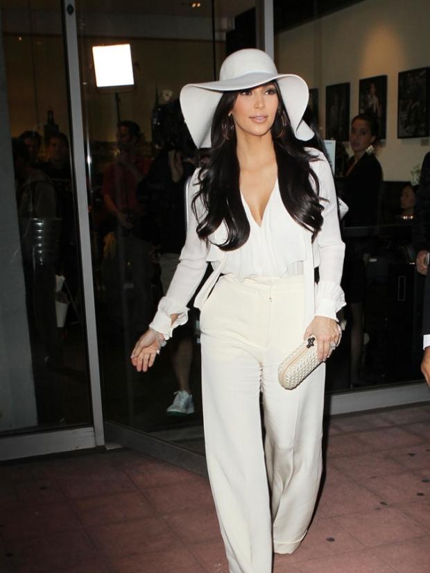 kim-kardashian-white-hat-pantsuit-10072011-13-675x900